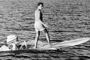 Tablas de surf motorizadas: el modelo de tabla a reacción de 1960 de Hobie Alter